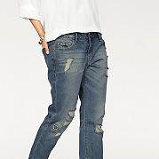 Джинсы в мужском стиле с посадкой на бедрах можно носить с закатанными штанинами. Имеют потертости спереди и на карманах. Модель с 5 карманами со стразами и заклепками на кармашке для мелочи. Изделие из мягкого денима. Тип изделия: джинсы с 5 карманами. Мужской покрой. Тип застежки: молния. Слегка заниженная посадка. Рекомендуется машинная стирка. Материал: 100% хлопок. за 2899р.- от Otto