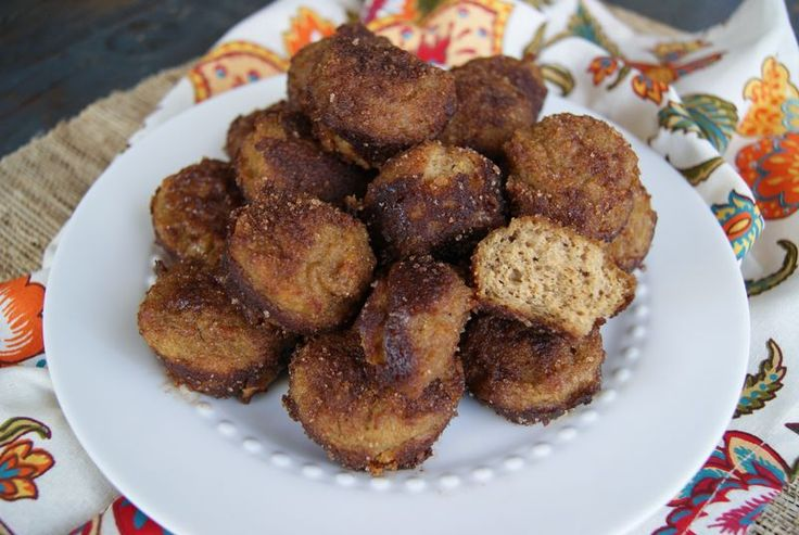 Paleo pumpkin spice poppers are a delicious and healthy treat for the holiday…