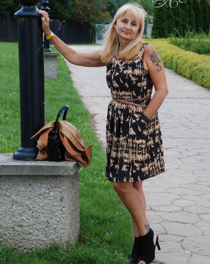 Stylizacja Brown dress dodana przez blogerkę modową Babooshka