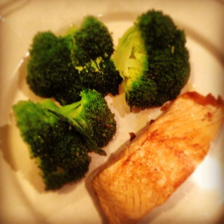 Laks og broccoli