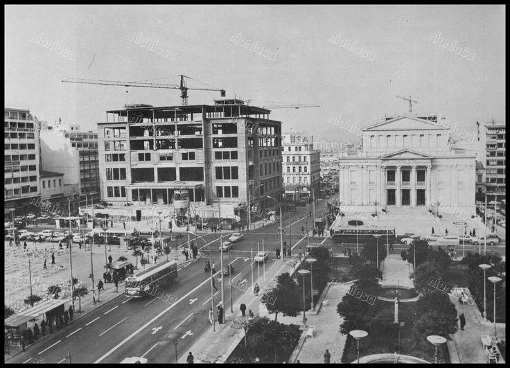 """Πλατεία Κοραή, Πειραιάς 1970's. Φωτογραφία από το βιβλίο του Διονυσίου Πανίτσα """"Ο άρχοντας του Πειραιώς""""."""
