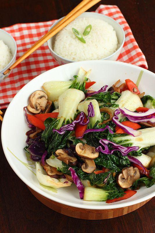 A staple dinner dish I've had since I was a kid: baby bok choy stir fry | Je suis alimentageuse | #vegan #glutenfree #Vietnamese