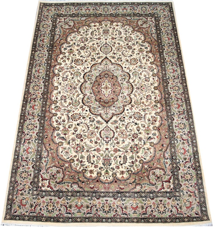 Kashan Rugs Are Most Famous Of Persian Carpet Design For Their Expansive Fl Patterns And All