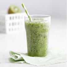 Groene smoothie met kiwi en komkommer
