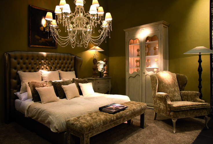 Dormitorio De Estilo Cl Sico Compuesto De Cabezal 210 X