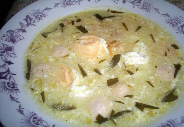 Ez az étel nagyon régi, és szerintem manapság már csak az idősebbek főzik.Az én nagymamám is szokott savanyú tojást készíteni, el is kértem Tőle a receptet.Nyugodtan próbáljátok ki (hátha a fiatalok is kedvet kapnak hozzá).Egy pr...