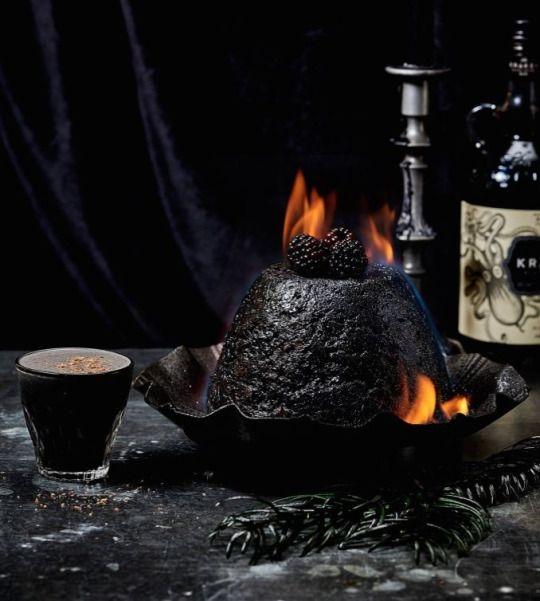 Yahoo Weihnachtsspecial - Alles in #Schwarz: Dieses #Weihnachtsdinner ist dunkel wie die Nacht #weihnachten #xmas
