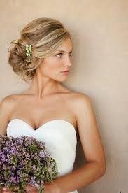 El día de la boda de una mujer es uno de los más especiales en la vida de cualquiera de nosotras, bien sea por el significado que tiene para cada una, o por la magia que rodea ese día tan especial. Por ello, en moda ellas os traemos todo sobre los peinados que podréis lucir en ese día tan especial y que, sin duda alguna, os ayudarán a ir preciosas.