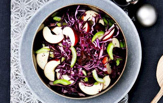 Rødkål er fyldt med vitaminer og får sødme, syre og karakter fra honning, æble og ingefær.