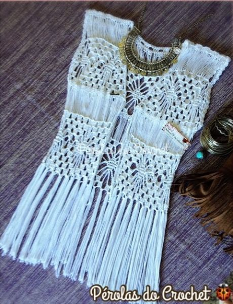 Kimono em crochet com franjas