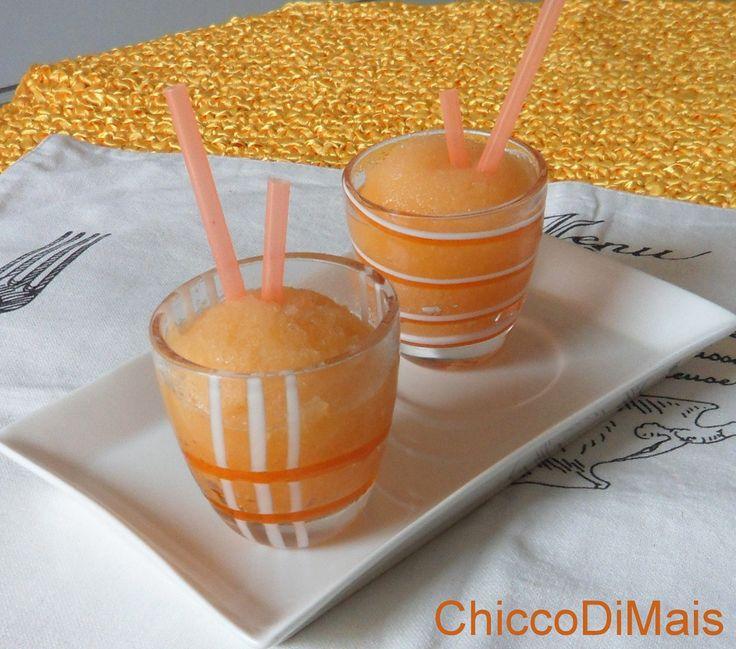 Sorbetto al melone ricetta senza gelatiera il chicco di mais http://blog.giallozafferano.it/ilchiccodimais/sorbetto-al-melone-ricetta-senza-gelatiera/