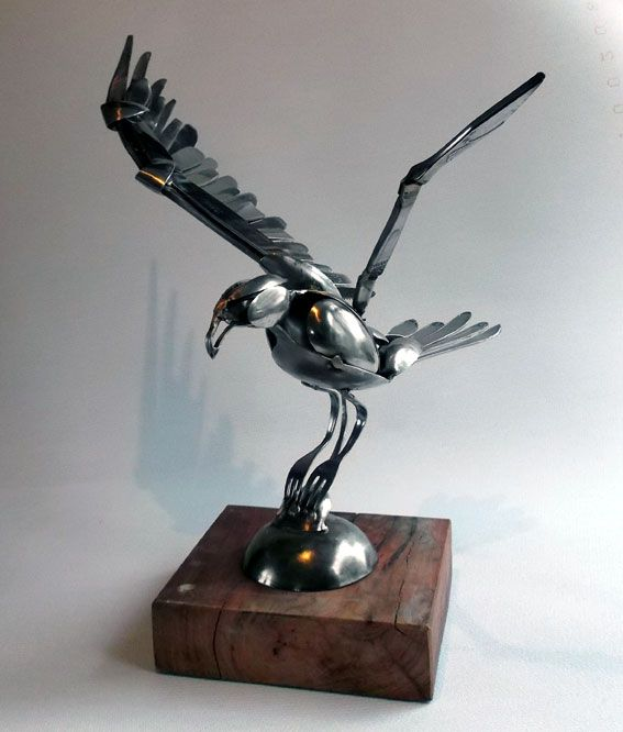 Valk vangt muis./Falcon catches mouse. - stainless steel spoons.