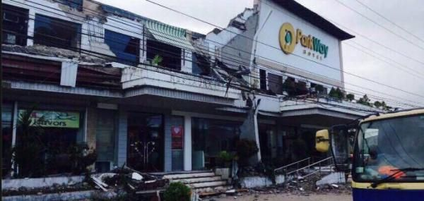 Amy R. Connolly Feb. 11 (UPI) -- At least six people died and more than 100 people were injured when a powerful earthquake rocked the…