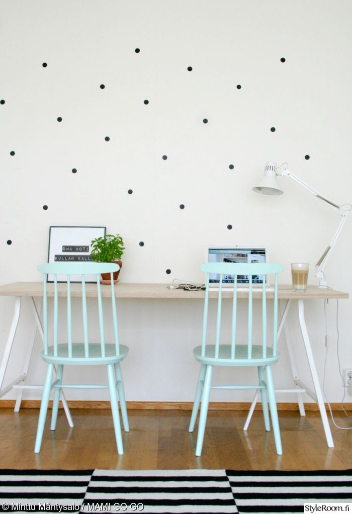 """Jäsenen """"minttumntysalo"""" mintunväriset pinnatuolit tuovat iloa työpisteelle. Näin on houkuttelevampaa tehdäkin töitä! :) #styleroom #inspiroivakoti #tyohuone #pinnatuoli"""