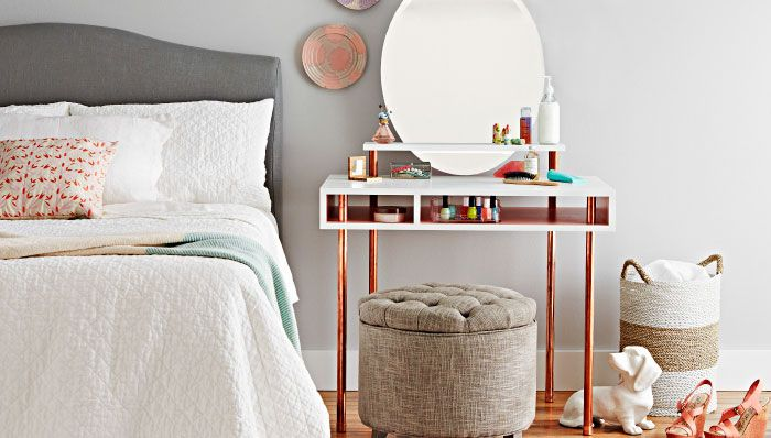 Learn how to make your own vanity table! #DIY #decor
