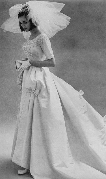 @Rebekah Atnip  Here's a pretty vintage dress for you... :)