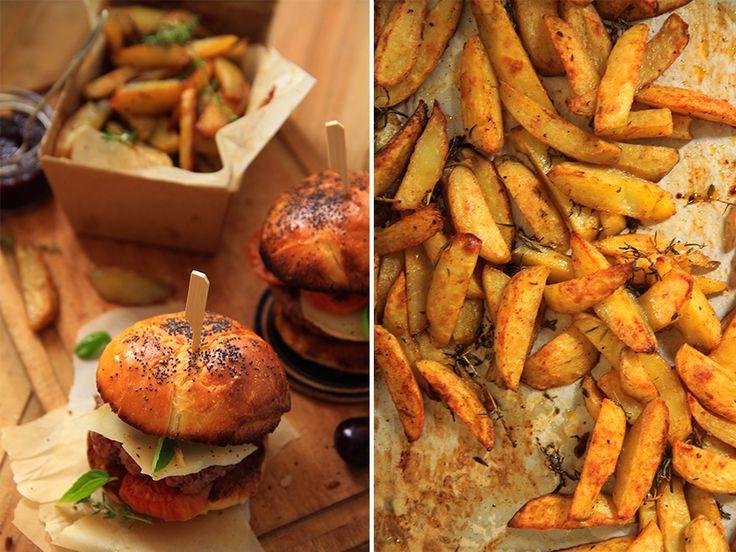 Burger basque, frites maison et ketchup aux cerises noires