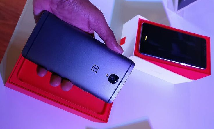 OnePlus has started rolling out the OxygenOS 4.0.2 for OnePlus 3-3T, this is the third software update for OnePlus 3-3T within 20 days.