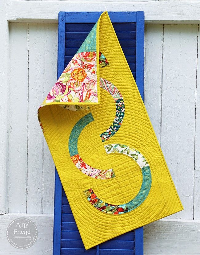 classic curves table runner