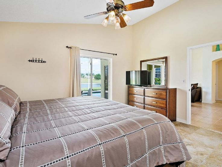 Welcome to the «Star Lake Villa» ! The Star Lake Villa is located in the prestigious area of Rolling Hills Estates at Formosa Gardens, just 3 miles drive to the Walt Disney World front gates.  http://www.theluxuryvillasorlando.com/Page_2.html