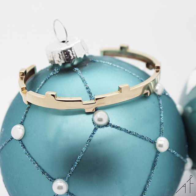 Santa has been watching your Pinterest board... Lucky You! Happy Holidays from Afew Jewels  .  .  #afewjewels #holidays #xmas #christamas2017 #santa #pinterest #gift #colourful #legoo #gold #jewelry #jewel #beautiful #wish #amazing #fashionista #fashionable #lifestyle #accessory #woman #blue #bluesteal #afew #happyholidays #sunday #weekend #happiness #relax #surprise #thatsdarling