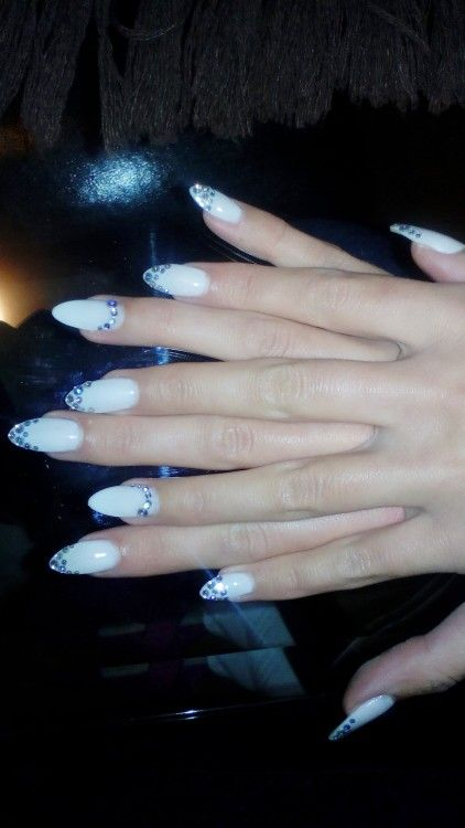 Milky White Oval Nails Strass
