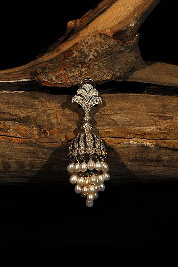Payal Gupta jhumka earring