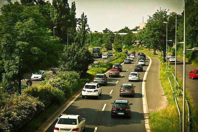 Verkehrsunfallhaftung und Schadensersatz bei Fahrspurwechsel - http://www.verkehrsunfallsiegen.de/verkehrsunfallhaftung-und-schadensersatz-bei-fahrspurwechsel/