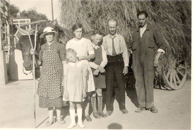 The Sampaix-Lepère family in the thirties - my mom is the youngest