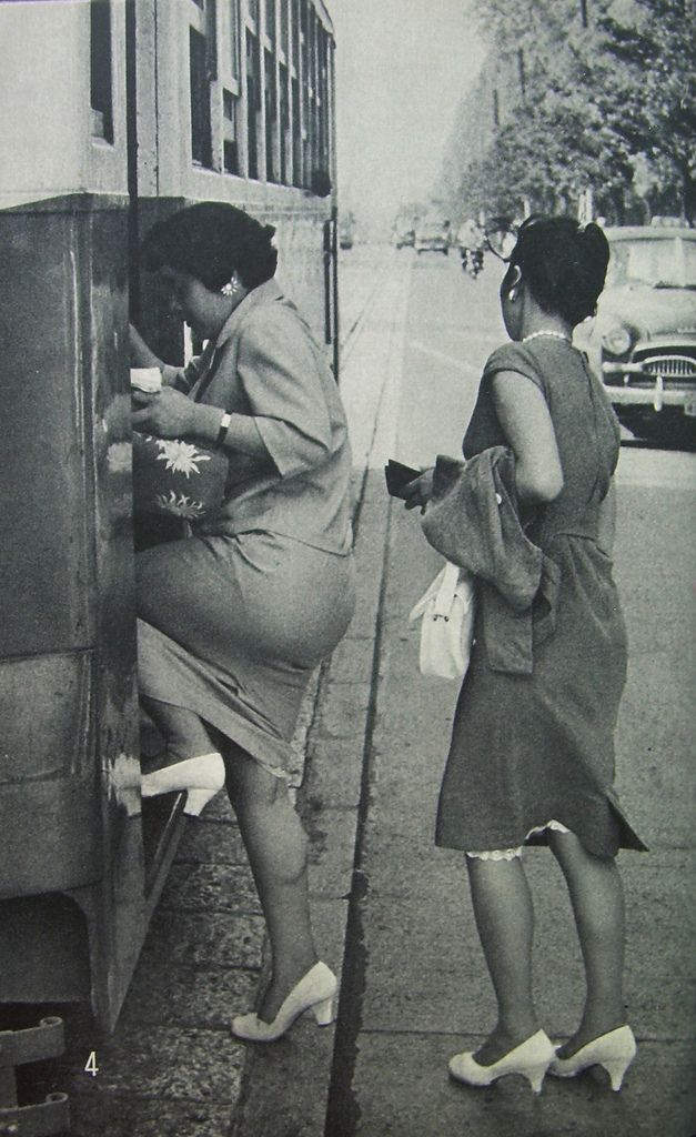 Woman of Japan, 1959  //Author: Christine Arnothy  and  Photography: Marc Riboud
