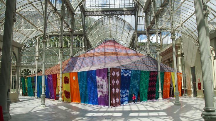 """Si chiama """"Tuiza, la cultura della tenda"""", l'esposione è stata inaugurata il 16 aprile dal Museo Reina Sofia e sarà mantenuta fino al 30 agosto 2015.  http://www.risaleomar.com/la-cultura-del-sahara-nel-palazzo-di-cristallo-madrid/#.VTNk-Do6p1M"""