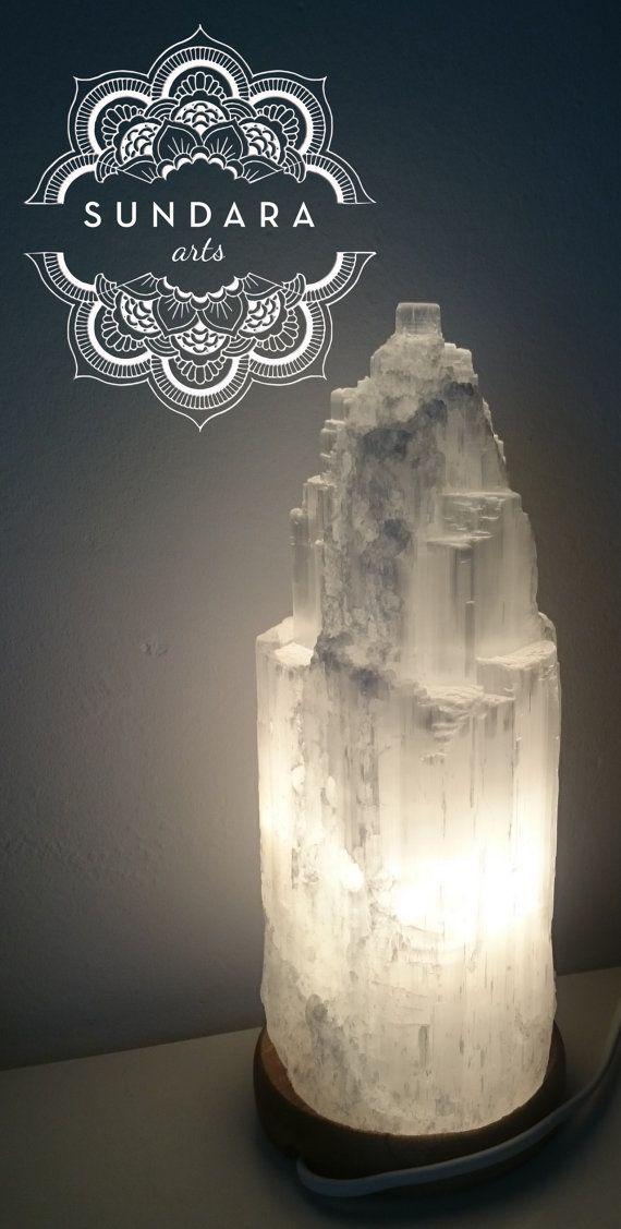 Selenit Lampe. Dim und sehr romantisch, perfektes Licht für Dekoration und Beleuchtung. 25-30 cm lange rund.