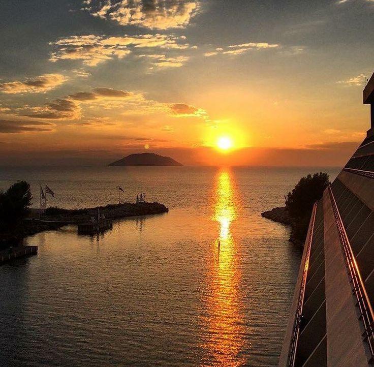 Gazing the sunset at @portocarras marina!  #PortoCarras #portocarrasmarina #sunset #calmness #Halkidiki #Sithonia #Easter #private #marina #seaside #magic #naturecolours #nature