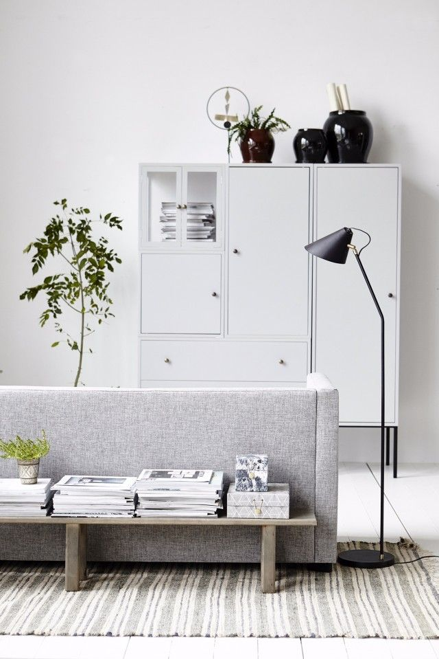 living room in light grey. nice bench for magazine storage