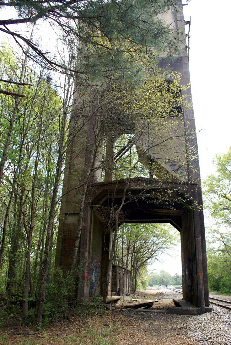 Near Newnan, location used in Walking Dead;  Season 4,  Glenn & Tara with Abraham's group