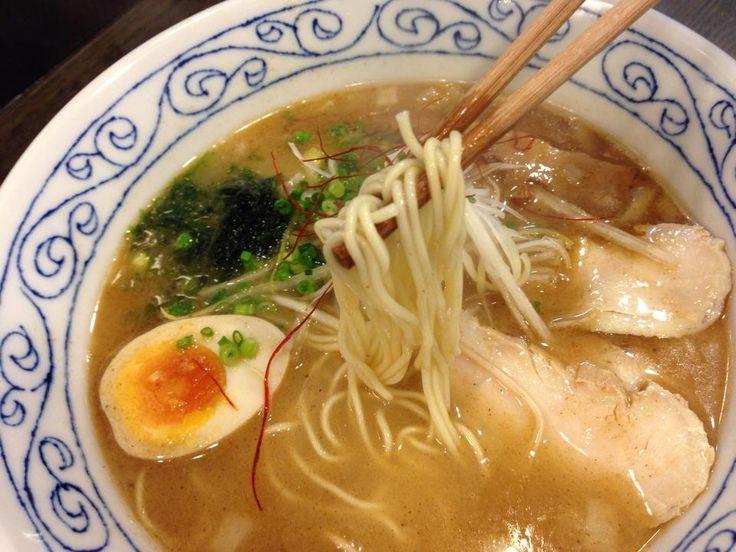 数種の魚のアラを焼いて蒸して作ったスープは独特の美味しさ。