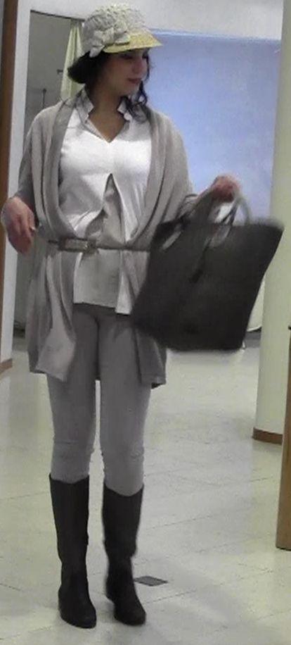 Dieser Look macht einfach spass: Shirt und Jacke € 678,00               Hose J-Brand € 259,00 Tasche Henry Begelin € 1345,00 Stiefel Henry Begelin € 785,00 http://www.berg-moden.de