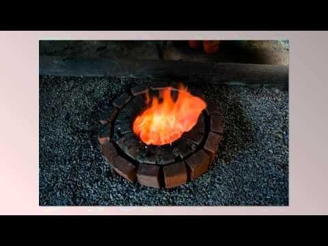 Blästjärnsframställning i blästugn, forntida järnframställning i Hälltjärnsprojektet. Järntillverkning och järnsmide med 3000-åriga metoder i Skandinavien. Bloomery furnace and bloomery iron.