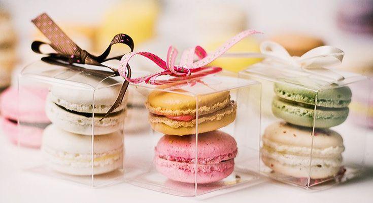 Para quem quer fugir dos bem-casados, o macaron é uma opção delicada e saborosa como lembrancinha de casamento.