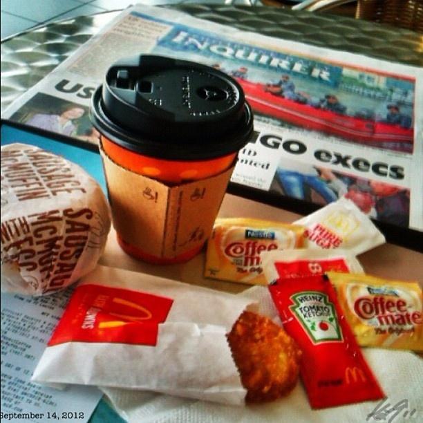 朝マック #breakfast#mcdonalds#newspaper#coffee#morning#philippines#フィリピン#マクドナルド
