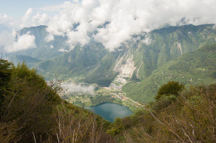 Monte #Misone Ein echter Aussichtsbalkon (1803 m) über den #Gardasee, den #Tennosee, den #Molvenosee, den #MonteBaldo, die südliche #Brenta-#Dolomiten.  Schöne #Wanderung auf gut ausgeschildertem #Wanderweg, aber aufgrund des erheblichen Höhenunterschieds eignet sich diese Tour nur für gut trainierte Wanderer. Fotoapparat nicht vergessen!