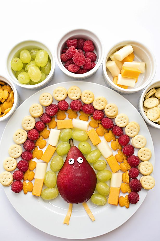 Thanksgiving Fruit Cheese Cracker Turkey Snack Platter. Fun for kids to make and eat for Thanksgiving lunch or snack. Cute and healthy snack for Kids!