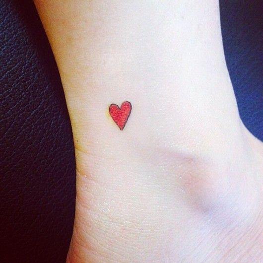 Klein rood hartje - 24 x de leukste hartjes tattoos - Nieuws - Lifestyle