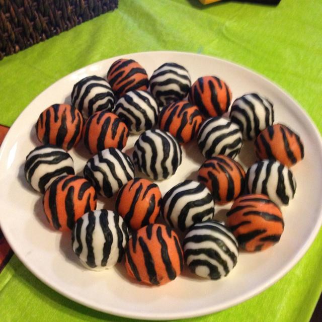 Jungle party cake balls (minus the fondant) (Friendiversary party)