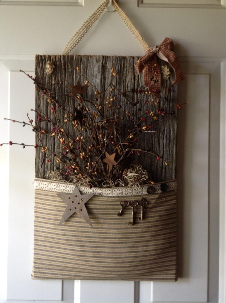 Barn board prim door hanging my own creations for Hanging barn door in house