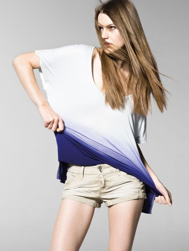 """In this image: T-Shirt (3CWBE1H17); Shorts (4F0RT9063). Spring/Summer 2013 United Colors of Benetton Woman collection."""