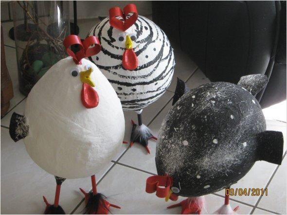 Hühner aus Pappmaché selber herstellen