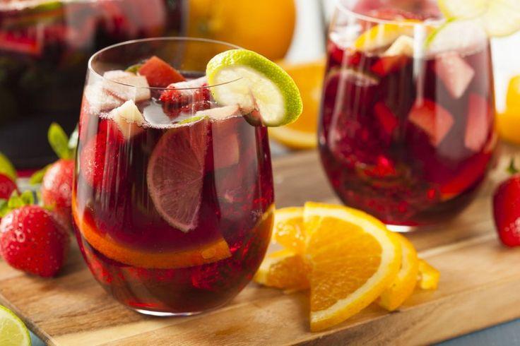 Erfrischender Drink, der sich hervorragend in größeren Mengen zubereiten lässt und daher gut für Partys mit vielen Gästen eignet: die berühmte spanische Sangria.