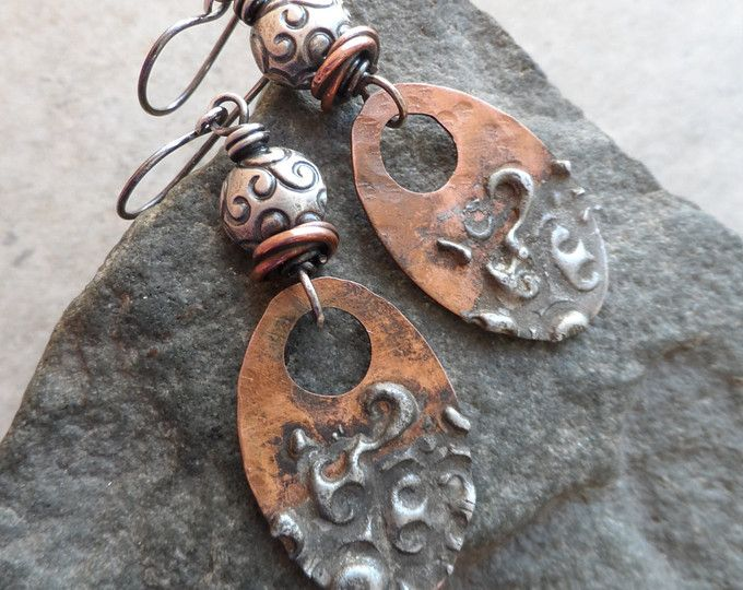 Sassy Swirls... Artisan-en-klare gemengde metalen koper met zilver soldeer Charms, koper en Sterling draad gewikkeld rustiek, Boho, aardse oorbellen