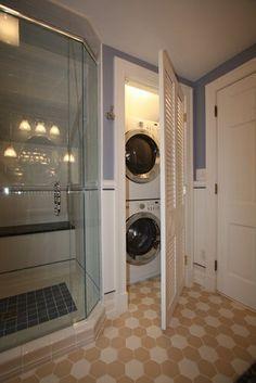 Wasmachine in een badkamer